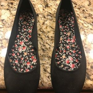 Black ladies shoes never worn brand new $15